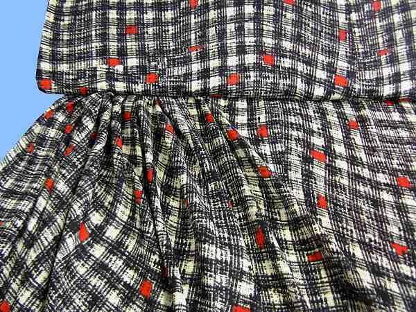 Blusen- und Kleiderstoff - wollweiss/rot/schwarz