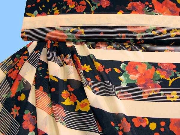 Chiffon mit Blumen - schwarz/apricot/hellrot/gelb