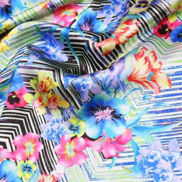 Digitaldruck Satin Exotische Blumen - weiss/multicolor