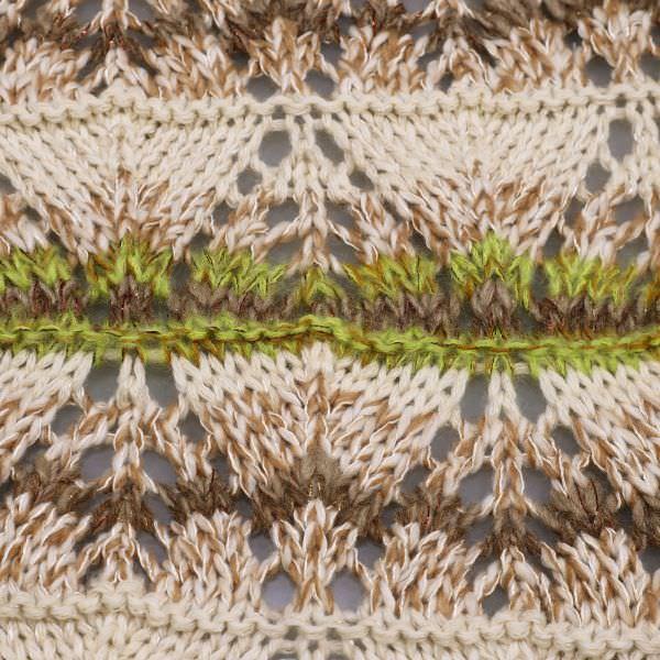 Grober Strickstoff Zick Zack-Muster & Lurex - wollweiss/kiwi/braun/gold