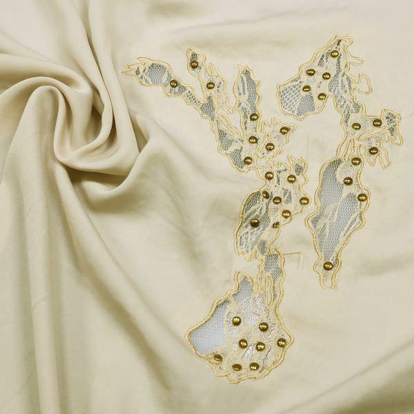 Blusen- und Kleiderstoff mit Spitzenapplikation & Metall Nieten - beige/creme/gold (2.Wahl)
